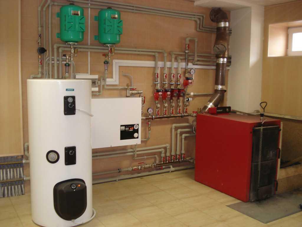 Какой температуры должна быть вода при входе в отопительную систему многоквартирного дома